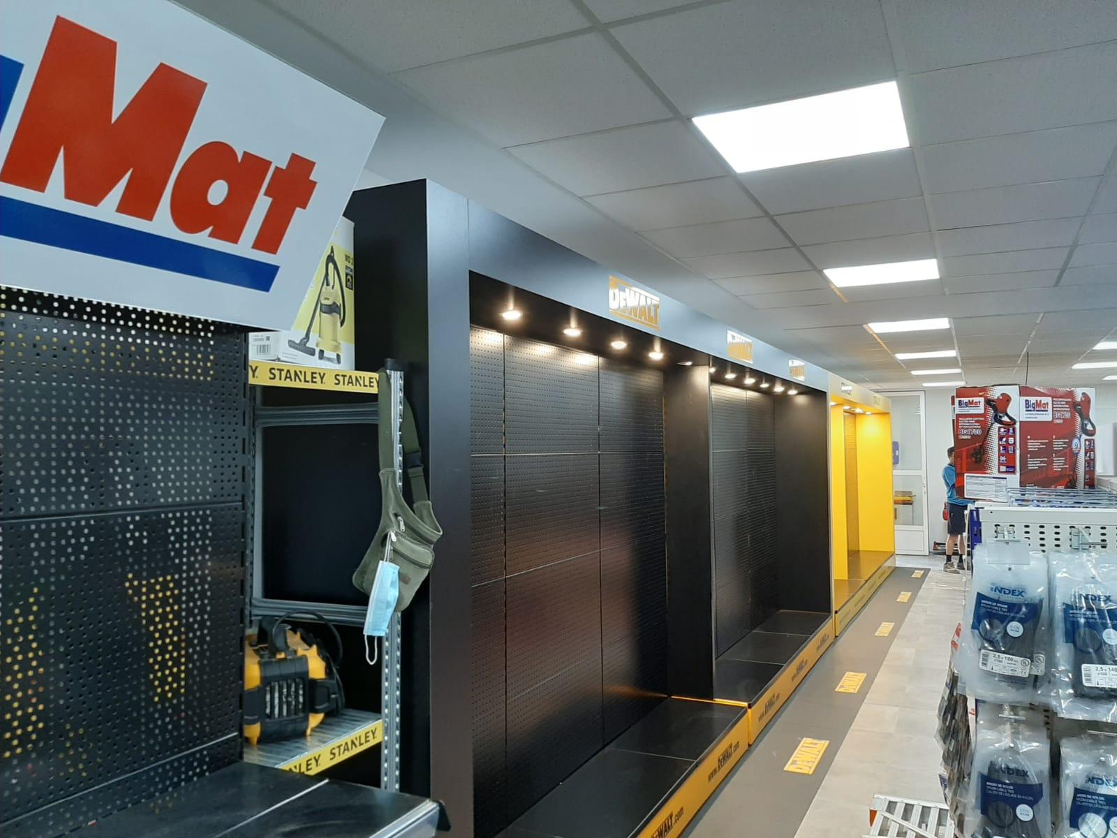 customised retail dewalt